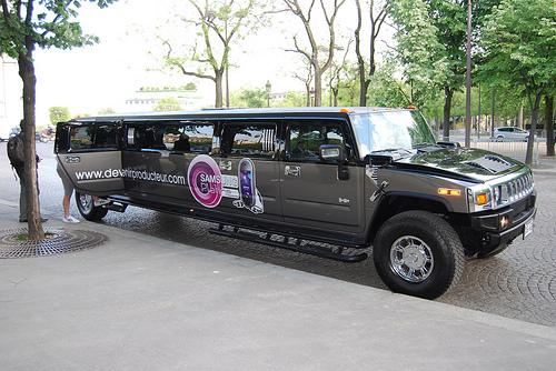 hummer-limousine-samsung.jpg