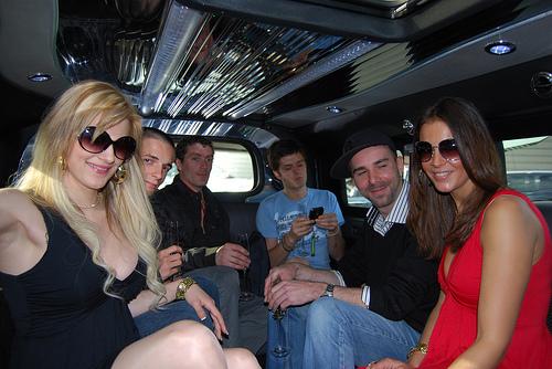 hummer-limousine-samsung2.jpg